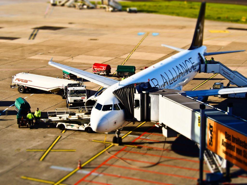 airport-1105980_1920